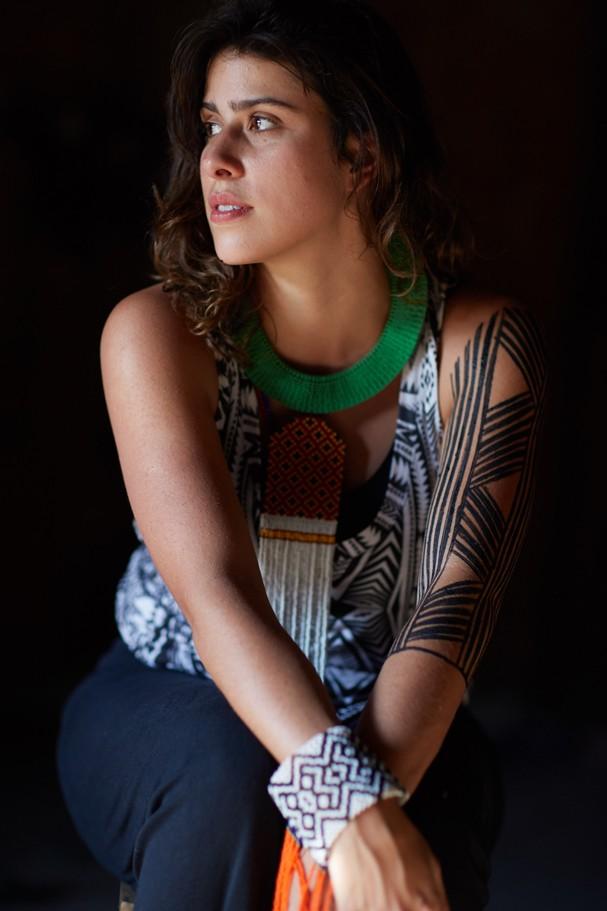 Nathalia Abi-Ackel posa com pinturas indígenas (Foto: Divulgação)