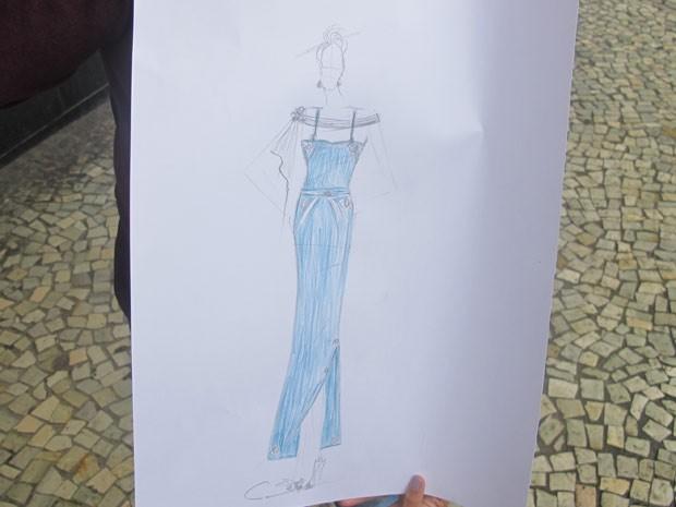 Vestido de festa desenhado para repórter do G1 por Carlos Ferreira (Foto: Alba Valéria Mendonça/ G1)