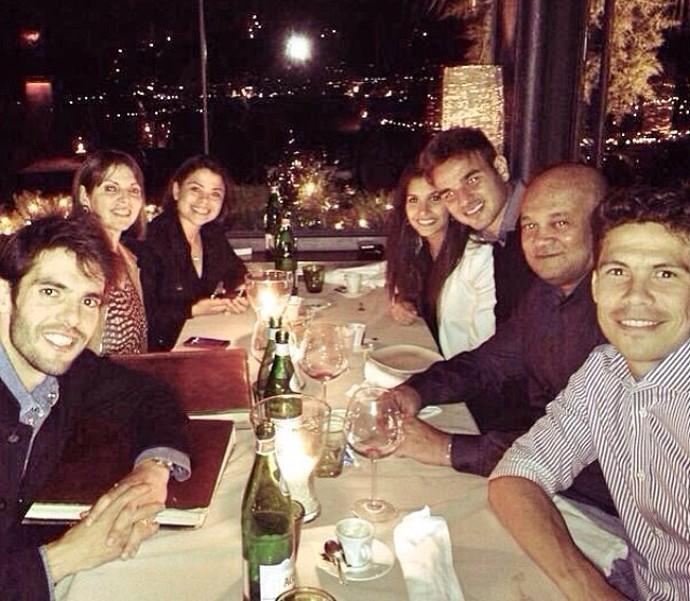 Gabriel janta com Kaká e Hernanes (Foto: Instagram)