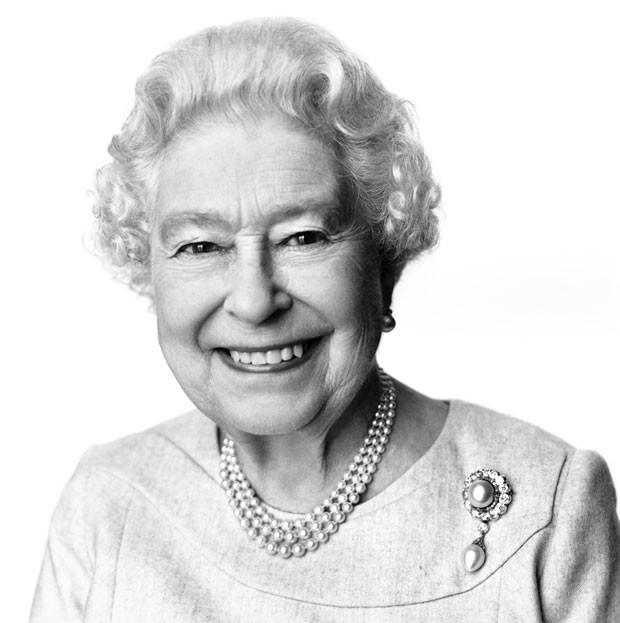 Novo retrato da rainha Elizabeth II foi divulgado neste domingo (20). Ela completa 88 anos nesta segunda-feira (21) (Foto: David Bailey/AP)
