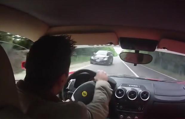 Brasileiro quase bate Ferrari em test-drive na Itália (Foto: Reprodução)