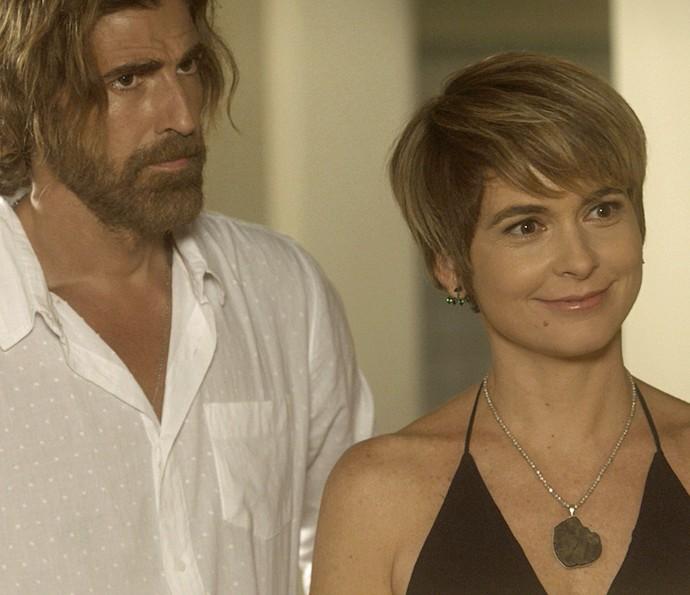 Helô fica feliz com o carinho de Flavia e Salete (Foto: TV Globo)