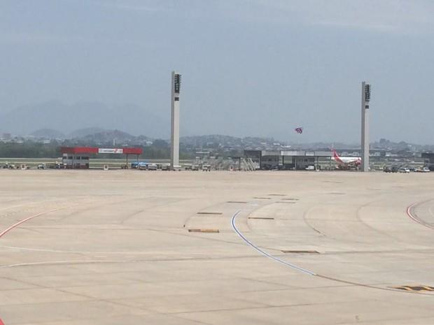 Aeronave foi inspecionada no pátio do aeroporto na manhã desta quinta-feira (29) (Foto: Fernanda Rouvenat/G1)