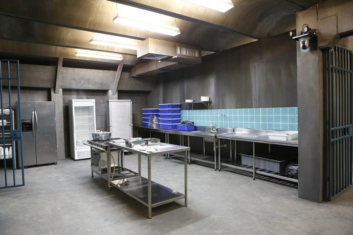 Cenário de 'Supermax' oferece cozinha de verdade (Foto: Gshow/Ellen Soares)