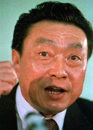 Chen Xitong em 7 de março de 1990 em Pequim (Foto: AP)