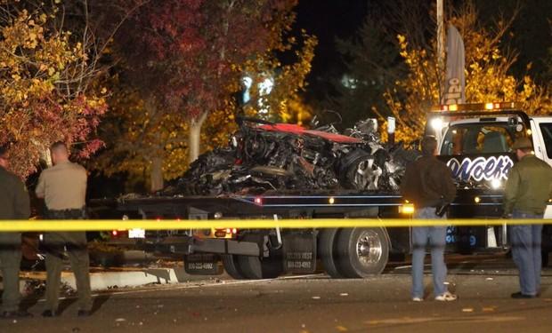 Destroços do carro de Paul Walker (Foto: Reprodução / Twitter)
