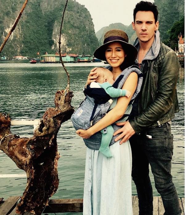 O ator Jonathan Rhys-Meyers com a esposa e o filho (Foto: Instagram)