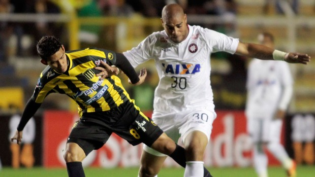 Adriano The Strongest x Atletico-PR (Foto: Reuters)