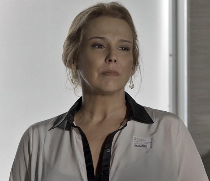 Emília fica em choque com a revelação de Vitória (Foto: TV Globo)