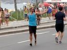 Reynaldo Gianecchini corre na orla do Rio de Janeiro