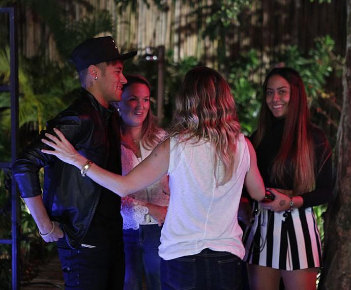 Neymar e Rafaella prestam atenção às orientações de Amora Mautner (Foto: Ellen Soares / Gshow)