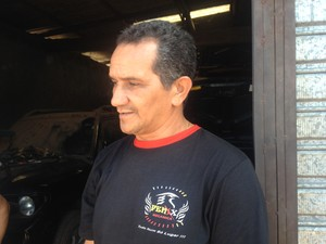 Paulo Rodrigues, de 44 anos, dono da oficina mecânica (Foto: Dyepeson Martins/G1)