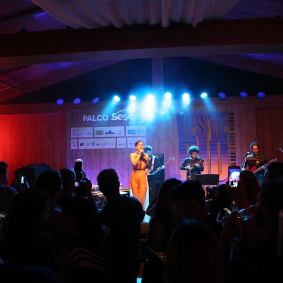 A cantora Roberta Sá fez o show da festa de abertura do evento (Foto: Reginaldo Costa/ Divulgação)