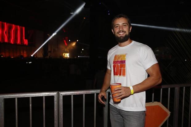 Rafael Cardoso em evento de música eletrônica (Foto: Felipe Panfili / AgNews)