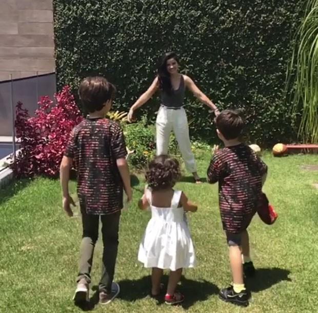 Vanessa com os três filhos (Foto: Reprodução Instagram)