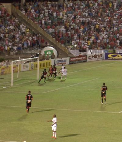 Flávio relembra lance de Robinho (Foto: TV Clube)