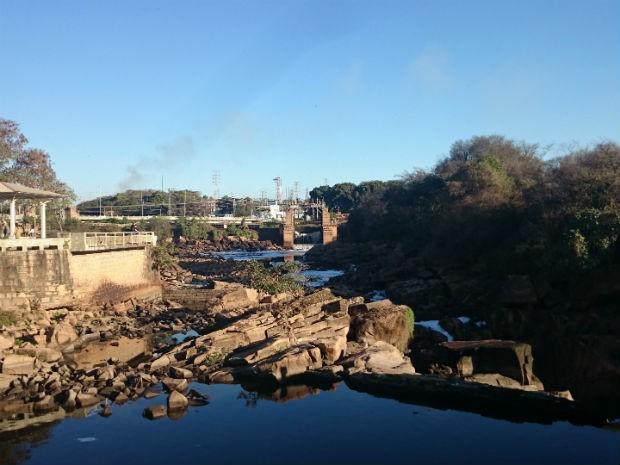 Nível do rio Tietê em Salto está bem abaixo do normal (Foto: Ana Carolina Levorato/G1)