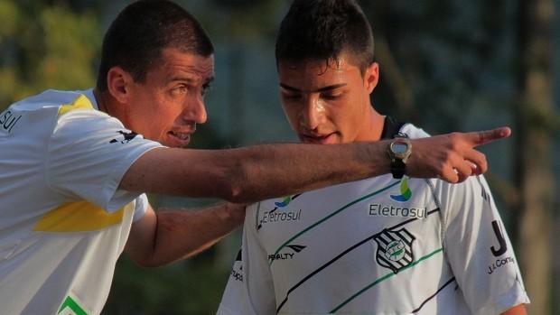 Fernando Gil espera evolução dos jovens da base do Figueirense (Foto: Divulgação / AV Assessoria de Imprensa)