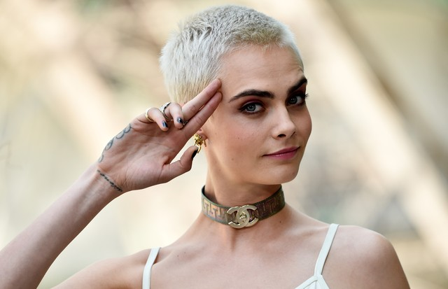 Cara Delevingne no desfile da Chanel (Foto: Getty Images)