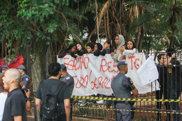 Escola Fernão Dias ocupada por alunos (Foto: Marco Ambrosio/Estadão Conteúdo)