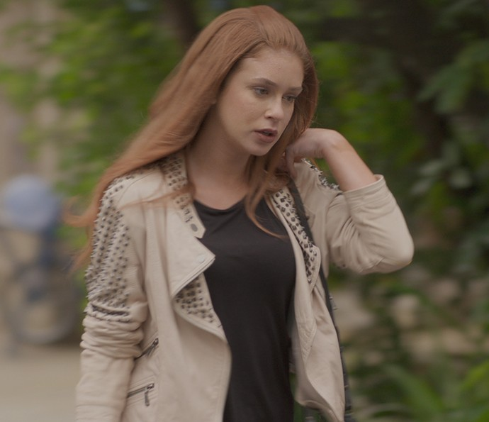 Eliza vai embora aos prantos (Foto: TV Globo)