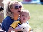 Britney Spears assiste à partida de futebol dos filhos