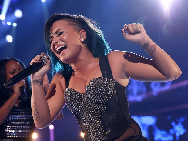 Demi Lovato canta em Los Angeles, nos Estados Unidos (Foto: Christopher Polk/ Getty Images/ AFP)