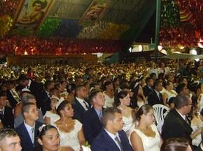 Casamento coletivo acontece há 15 anos no São João de Campina Grande (Foto: Rafael Melo/G1)