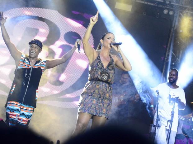 Márcio Victor e Ivete Sangalo em show em Salvador, na Bahia (Foto: André Carvalho/ Ag. Haack)