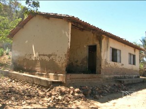 Alunos deixaram escola por risco de desabamento do prédio (Foto: Reprodução/TV Mirante)