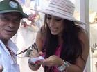 Vídeo: Fã confunde Amanda Djehdian com Anitta e pede autógrafo