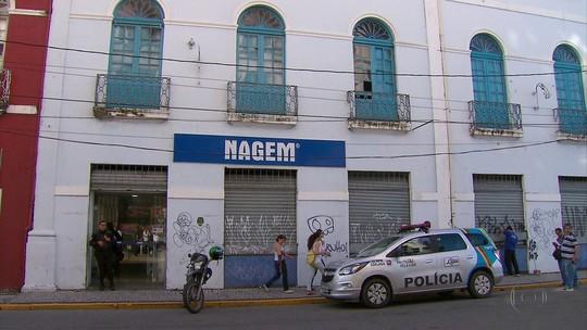 Dupla é detida após fazer cinco reféns em assalto a loja no Grande Recife, diz polícia