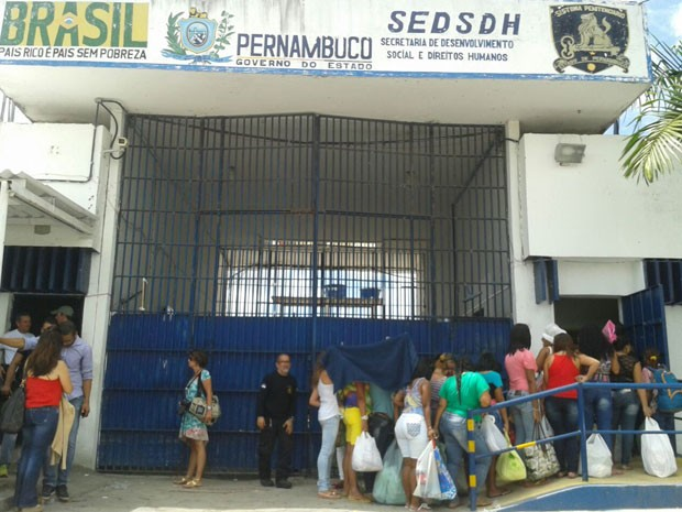 Detentos protestam contra demora na entrada das visitas (Foto: Luna Markman/G1)