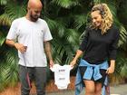 Maíra Charken anuncia gravidez na web: 'Ele está chegando'