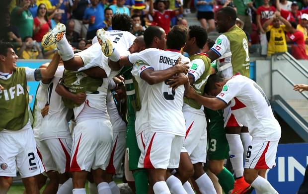 Bryan Ruiz costa rica gol Itália  (Foto: Aldo Carneiro / Pernambuco Press)