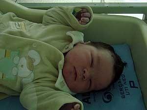 Bebê ainda está internado   (Foto: Hélvio Junior)