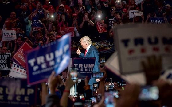 Trump em campanha.O republicano despencou depois de revelação de vídeo em que ele se vangloria de abusos sexuais (Foto:  )