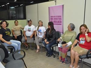 Mãe se reuniram na Secretaria de Diversidade Humana (Foto: Walter Paparazzo/G1)