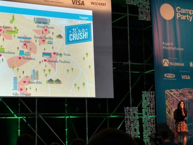 Marie Cosnard, diretora de tendências do aplicativo Happn, falou na Campus Party 2016 nesta sexta (Foto: G1)