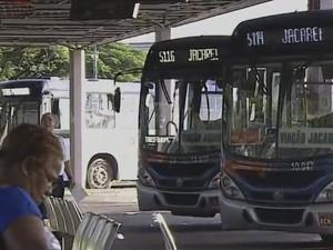 Ônibus intermunicipal EMTU (Foto: Reprodução/TV Vanguarda)