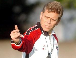 Paulo Autuori no treino do São Paulo (2005) (Foto: Agência O Globo)