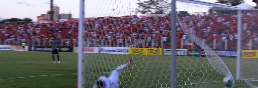 Em jogo de sete gols, Ceará vence Vila Nova em Goiânia (Roberto Leite)