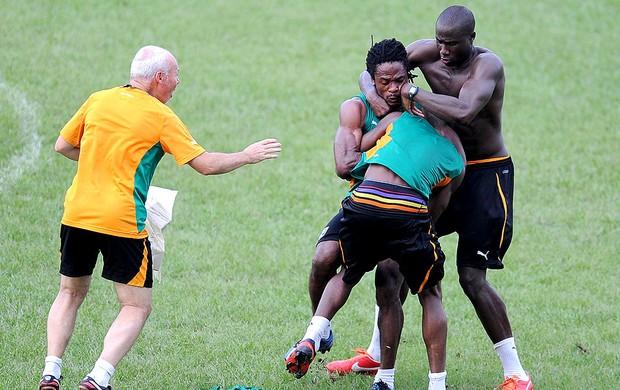 Jean-Marc confusão treino Costa do Marfim (Foto: AFP)