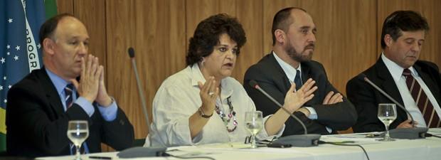Ministros durante explicação sobre o Código Florestal (Foto: José Cruz / Agência Senado)
