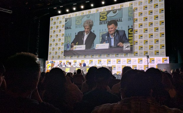 Elenco de Doctor Who no painel da SDCC