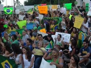 Brasileiros em Miami, nos EUA, também se reuniram para protestar. (Foto: Alex Souza/VC no G1)