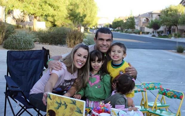 Vitor Belfort, Joana Prado e filhos (Foto: Divulgação)