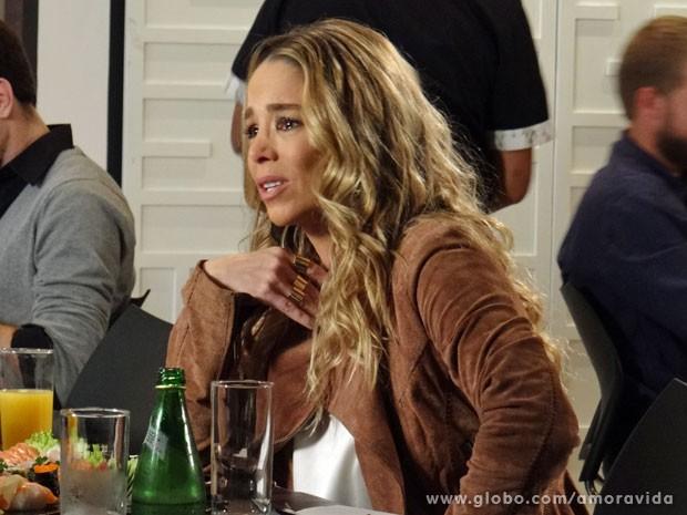 Amarilys chega a ficar com lágrimas nos olhos (Foto: Amor à Vida/ TV Globo)