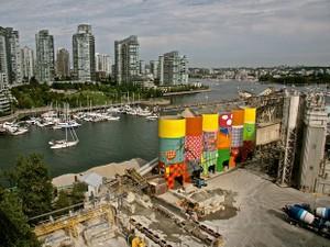 Dupla Osgêmeos cria mural gigante para a Bienal de Vancouver