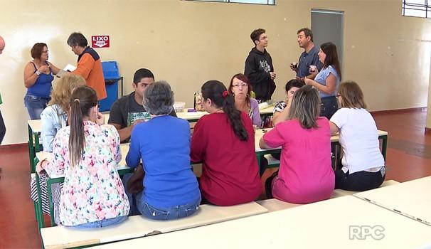 Professores da rede estadual já estão preparando aulas para o começo do ano letivo (Foto: Reprodução/RPC)